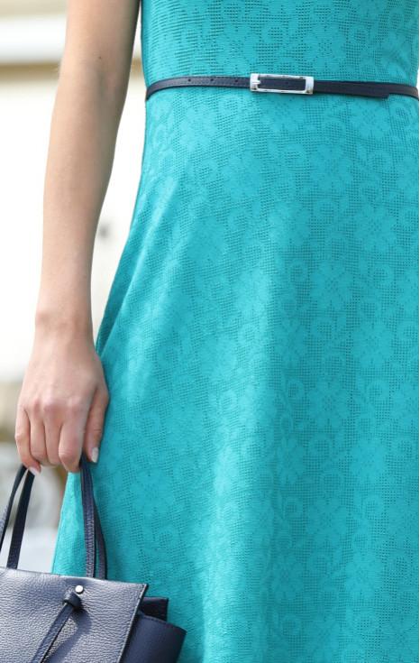 Елегантна рокля от еластична дантела