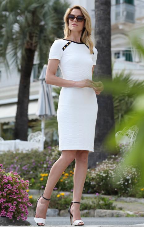 Стилна рокля с къс ръкав