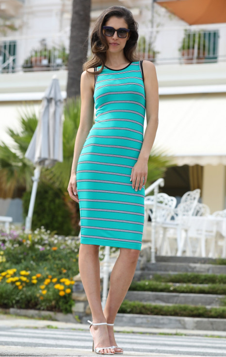 Елегантна рокля в райе