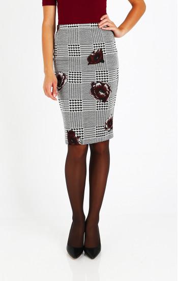 Елегантна пола в черно и бяло
