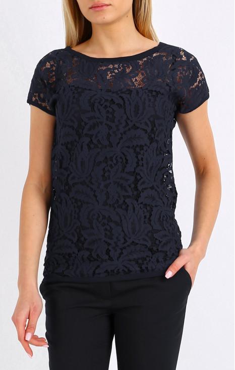 Елегантна блуза от дантела