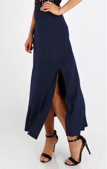Елегантна пола с дълбока цепка