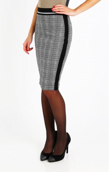 Изискана пола в черно и бяло каре