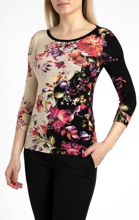 Елегантна блуза във флорален принт