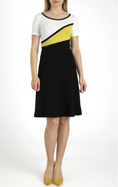 Елегантна рокля с цветни блокове от трико