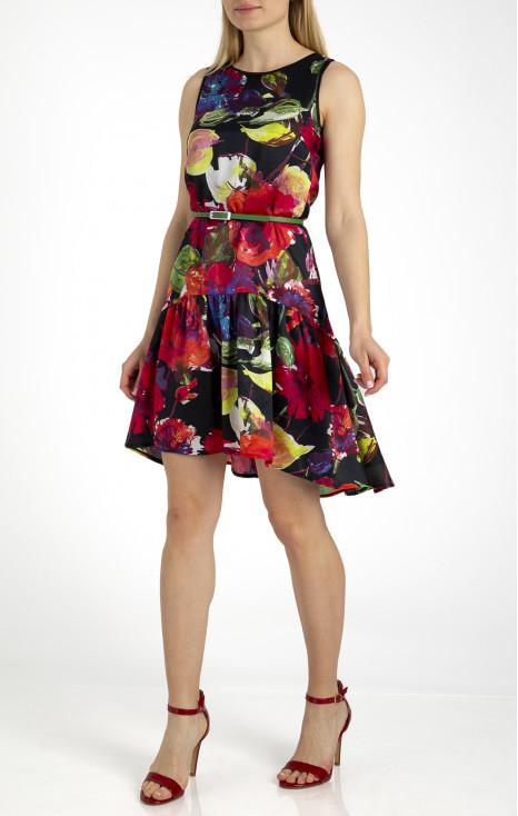Елегантна рокля с волан