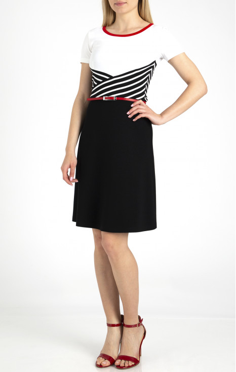 Елегантна рокля с блокове от динамично райе
