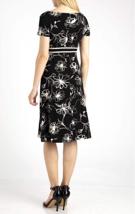 Елегантна рокля с висока талия